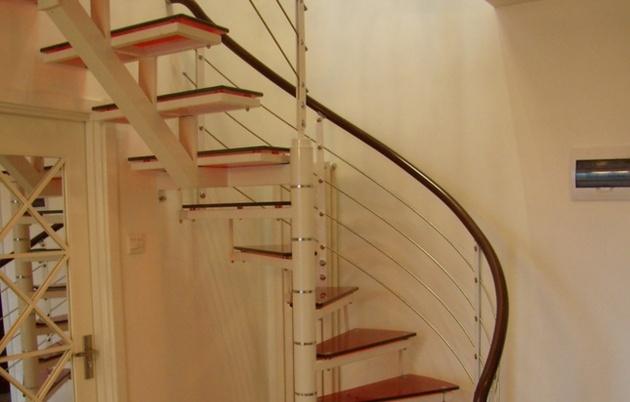 钢结构旋转楼梯--四川新宇空间钢结构工程有限公司